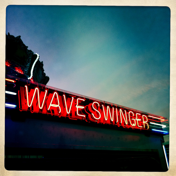 1305-waveswinger